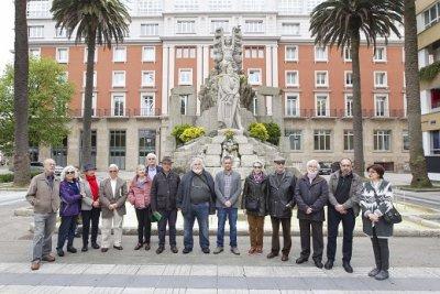O FACHO: Resenha da oferenda floral no monumento a Curros Henriques com o galho das Letras Galegas do ano 2018